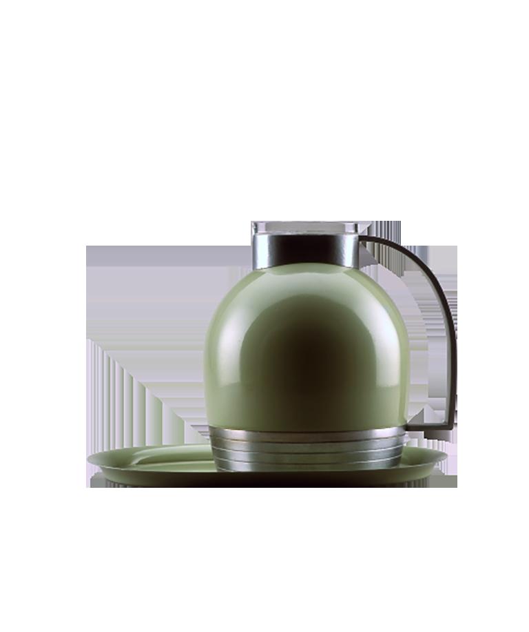Pichet thermique bombé en métal émaillé vert avec base, poignée et partie supérieure en aluminium et couvercle de verre transparent. Il repose sur un plateau de service ovale de couleur assortie.