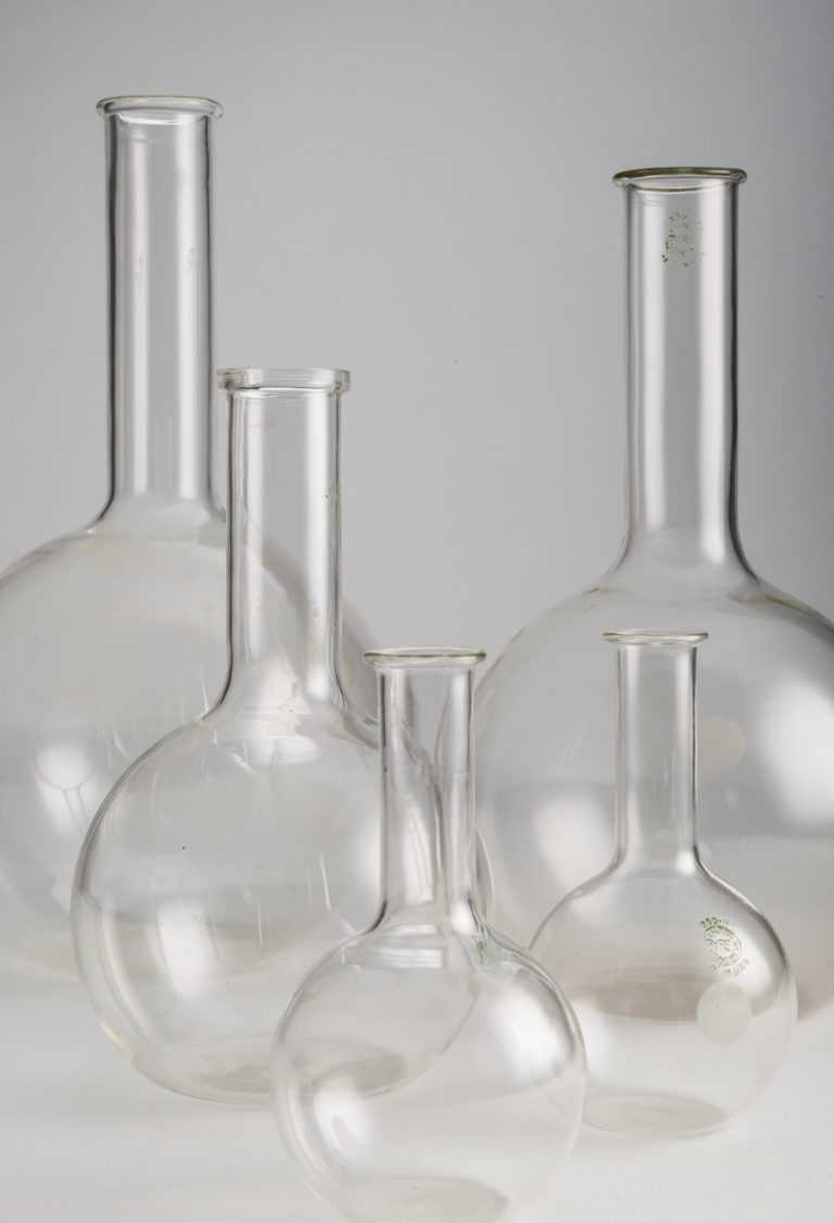 Five laboratory boiling flasks, each in transparent glass with a spherical bottom and a cylindrical spout. There are two 250mL flasks and one each of 1Litre, 2Litres, and 3Litres.