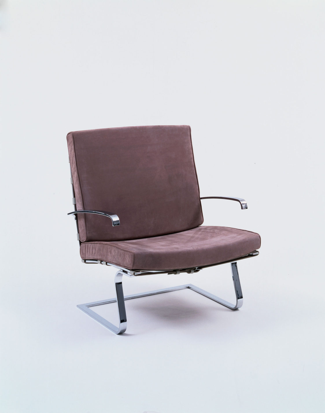 Cantilevered armchair with strap-steel frame and cushions for the seat and back covered in greyish-brown leather.