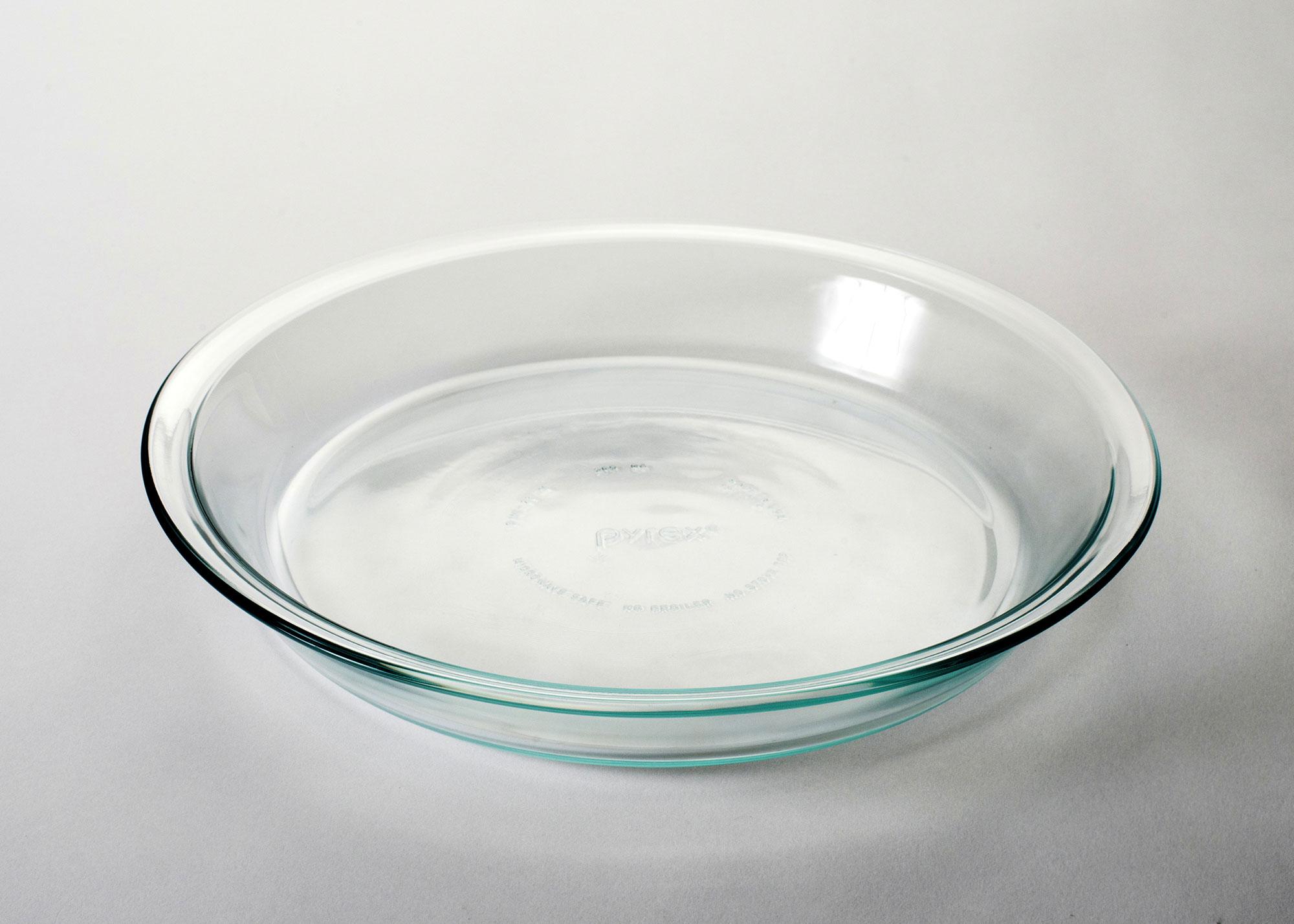 Moule à tarte en verre, simple et transparent.