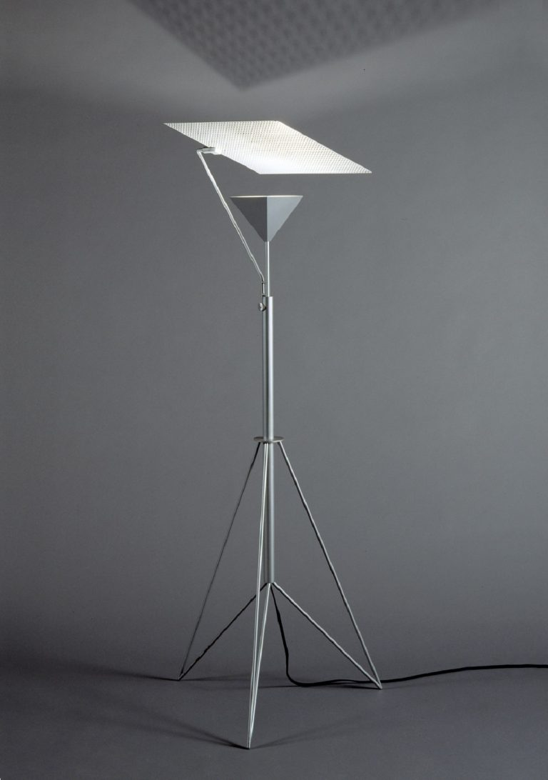 Floor lamp with thin aluminum shaft and angular tripod with inverted pyramid casing for light source with a flat square reflector above.